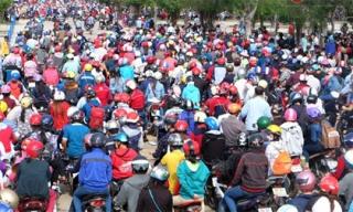 Rừng người kẹt cứng dưới nắng nóng trong ngày KDL Đại Nam miễn phí vé vào cổng