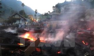 Hỏa hoạn thiêu rụi 11 nhà sàn làm từ gỗ quý