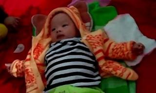 Bé trai 3 tháng tuổi đẹp như thiên thần bị bỏ rơi tại Hà Tĩnh