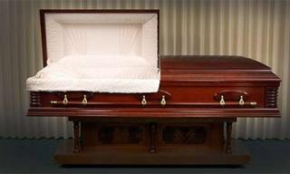 Hoảng hồn người đàn ông bật dậy khi chuẩn bị được chôn cất