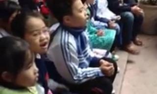 Clip hàng trăm học sinh tiểu học thuộc làu và hát theo 'Chắc ai đó sẽ về'