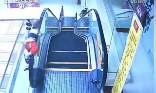 Tai nạn thang cuốn, bé 2 tuổi rơi từ tầng 2 xuống đất