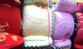 'Vạch mặt' tác hại của khăn mặt trẻ em 'chất lượng cao' bán theo lố