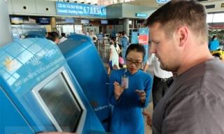 Cận cảnh quy trình check-in tự động chưa đầy 1 phút tại sân bay Nội Bài