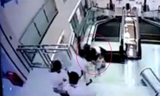 Mẹ hi sinh mạng sống cứu con trước khi bị thang cuốn 'nuốt chửng'