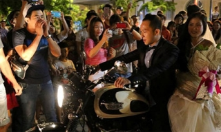 Cầu hôn bằng môtô trên phố đi bộ - màn khoe mẽ của nhà giàu?