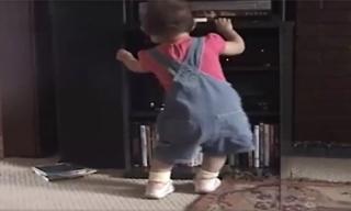 Ngộ nghĩnh những điệu nhảy dễ thương của bé
