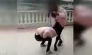 Nữ sinh 12 tuổi bị đánh đập vì tội quá xinh đẹp