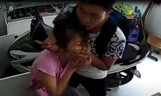 Dí dao vào cổ cô gái cướp iPhone giữa ban ngày ở Sài Gòn