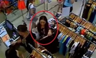 Những màn trộm điện thoại nhanh như chớp trong cửa hàng