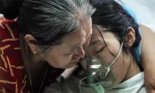 Clip Người mẹ công an 'từ chối chữa ung thư để cứu con'