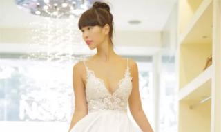 Hà Anh mặc váy cưới sexy, khoe nhẫn đính 90 viên kim cương