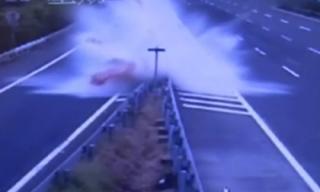 Lái xe theo GPS, cô gái gặp tai nạn khủng khiếp