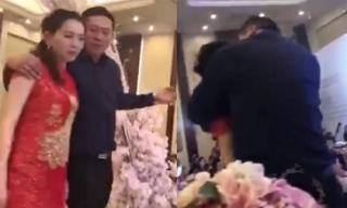 Bố chồng hôn con dâu ngay trên sân khấu trong tiệc cưới