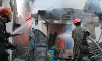 Mồng 1 tết: Đốt nhang gây cháy nhà, thiêu trụi tài sản