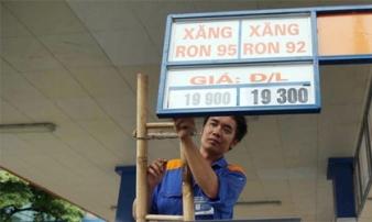 Giá xăng giảm gần 800 đồng/lít từ 15h
