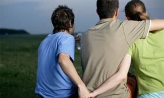 Người chồng đổ chất độc vào quần lót vì nghi vợ ngoại tình