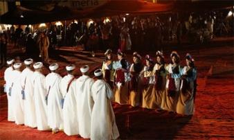 Những phong tục kỳ lạ liên quan đến phái nữ