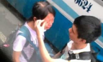 Bức ảnh cô gái khóc nức nở tại bến xe Mỹ Đình gây xôn xao