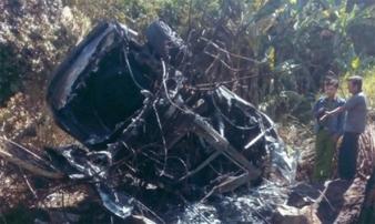 Ôtô đâm vào núi phát nổ, 5 người bị thương