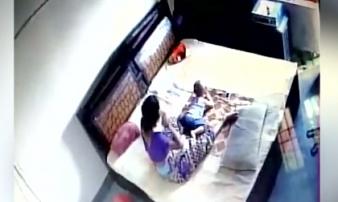 Lắp camera bí mật, chồng chết đứng trước hành vi dã man của vợ