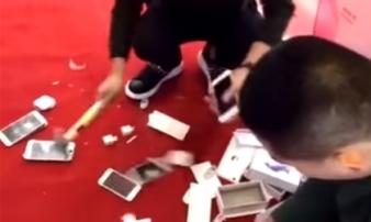 Đại thiếu gia nổi giận chồng tiền mua 10 chiếc iPhone rồi đập nát
