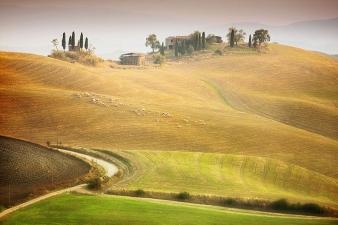 Ngắm những ngôi nhà tuyệt đẹp trên cánh đồng ở Tuscany