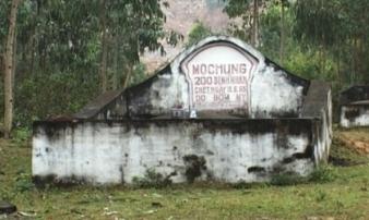 Ngôi mộ đặc biệt bên sườn núi