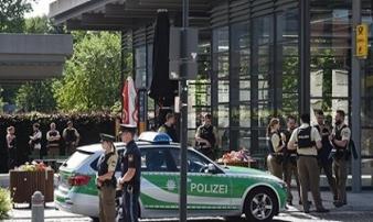 Cướp súng của cảnh sát rồi nã đạn 'điên loạn' ở nhà ga Đức