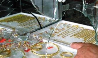 Chém chủ tiệm kim hoàn rồi cướp vàng tẩu thoát