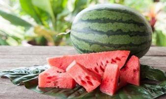 Ăn dưa hấu mùa hè và những bài thuốc chữa bệnh đừng vội bỏ qua