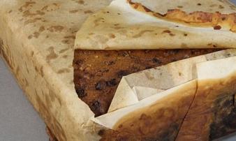 """Chuyện hi hữu: Bí ẩn chiếc bánh nướng """"ra lò"""" từ 100 năm trước mà giờ vẫn ăn được"""