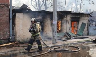 Cháy lớn thiêu rụi 120 ngôi nhà thành phố cổ ở Nga