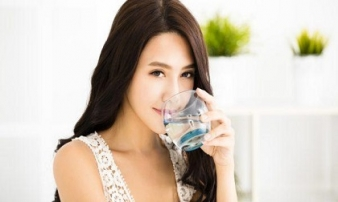Uống cốc nước này trước bữa ăn giảm cân nhanh hơn hút mỡ
