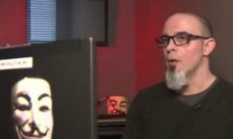 Từ nhân viên tình báo trở thành hacker siêu đẳng của Anonymous