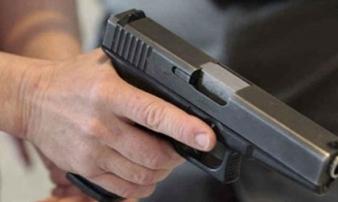 Truy bắt chồng hờ dùng súng bắn vợ