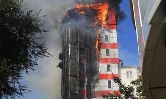 Hỏa hoạn thiêu trụi khách sạn 10 tầng, 2 người chết