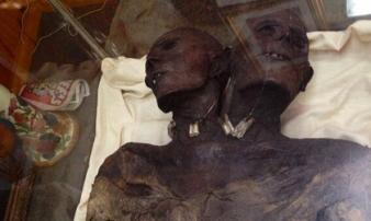 Hé lộ sự thật về người khổng lồ có hai đầu lạ nhất thế giới