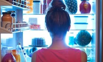 Nếu bạn thường xuyên ăn khuya thì hãy chấm dứt ngay: Đây là lý do tại sao