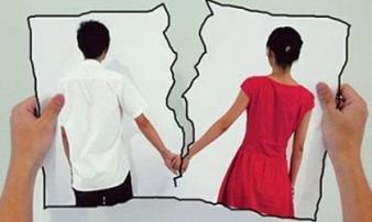 Chồng đòi ly hôn, nói vợ 'thiếu đạo đức' vì có… mùi mồ hôi lạ