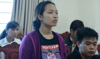Mẹ bé tử vong sau tiêm kháng sinh: 'Con khó thở, tôi bế sang phòng bác sĩ còn bị mắng'
