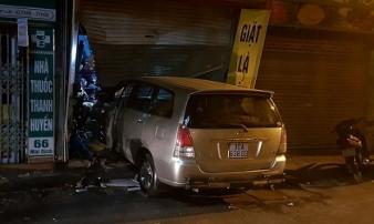 Vụ nửa đêm lái xe đâm nhà hàng xóm: Tài xế định lái xe đâm vào nhà để dọa vợ nhưng đâm nhầm sang nhà hàng xóm