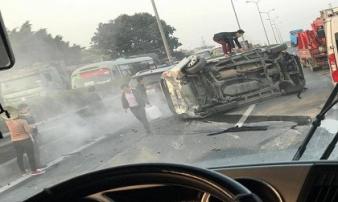 Hà Nội: Lật xe ô tô trên cao tốc Pháp Vân - Cầu Giẽ, một người bị thương, hàng ngàn xe ùn tắc