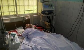 Nam sinh bị bắn gần cổng trường đã tử vong