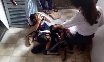 3 nữ sinh bị đánh dã man, kêu gào thảm thiết