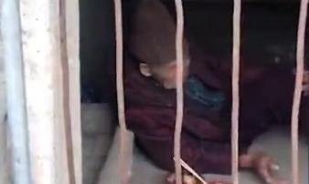 Cụ bà 93 tuổi bị con nhốt trong chuồng lợn: Cơm không đủ ăn, áo không đủ mặc