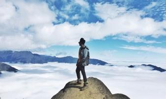 Lặng người trước biển mây hùng vĩ trên 'sống lưng khủng long' Tà Xùa