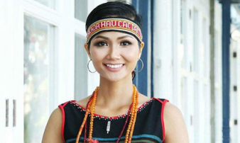 Tân Hoa hậu Hoàn vũ Việt Nam H'Hen Niê từng làm osin để có tiền đi học