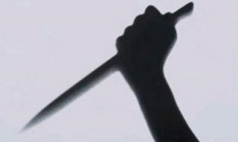 Mâu thuẫn trong phòng trọ, vợ cầm dao đâm chồng tử vong
