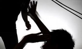3 thanh niên đánh bà lão dã man vì nợ gần 2 triệu đồng